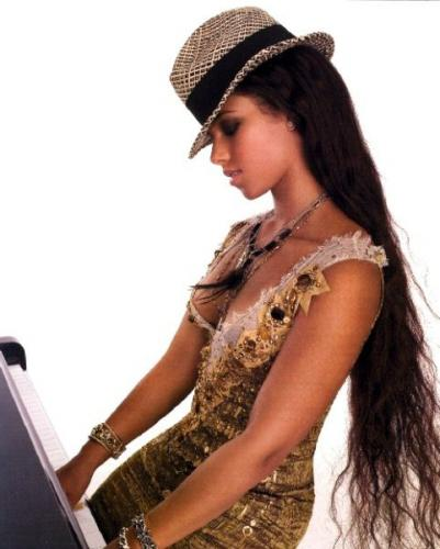 alicia-keys-hat-hair.jpg (47 KB)