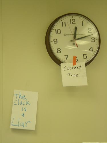 clock lying.JPG (923 KB)