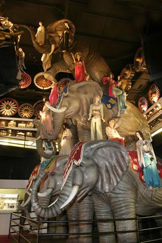 Elephants_fs.jpg (46 KB)