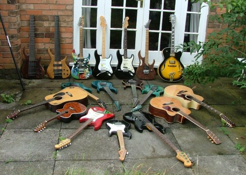 Guitar Collection 20-09-07.jpg (297 KB)