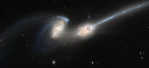 NGC4676.jpg (402 KB)