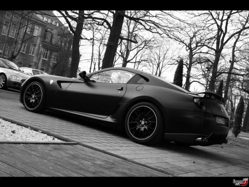 1 005og8 500x375 Sexy Ferrari Sexy