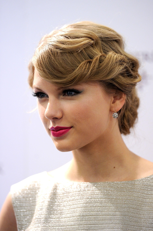 UploadedByKurupt_Taylor_Swift_Fragrance_Promotion_at_Sephora_ADDS_10.jpg