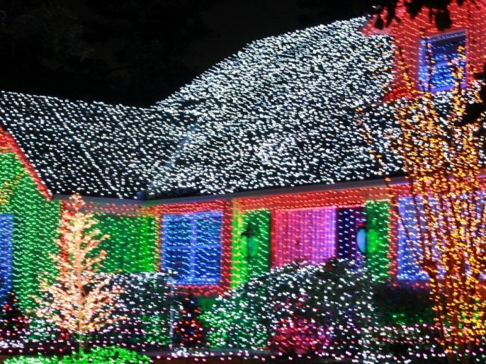 kMA32710941 0009 700x525 Over The Top Christmas Decorations X Mas wtf architecture