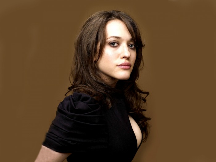 kat-dennings-pose-8cd8b.jpg (689 KB)