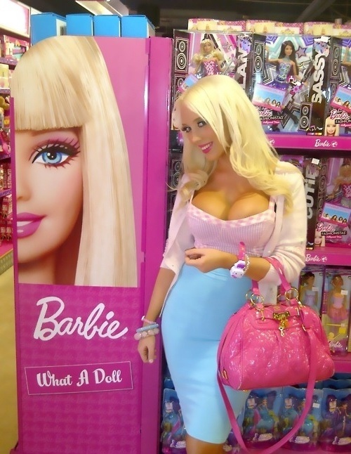 Barbie.jpg (120 KB)