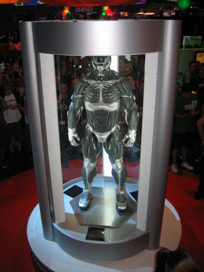 nanosuit2_statue_gamescom_2009_by_crysis-hq.jpg (790 KB)