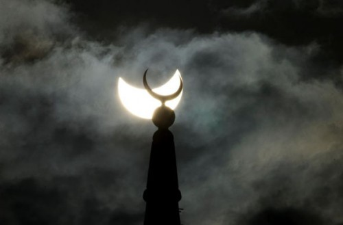 GD8211880@Partial-solar-eclipse-9930.jpg (51 KB)