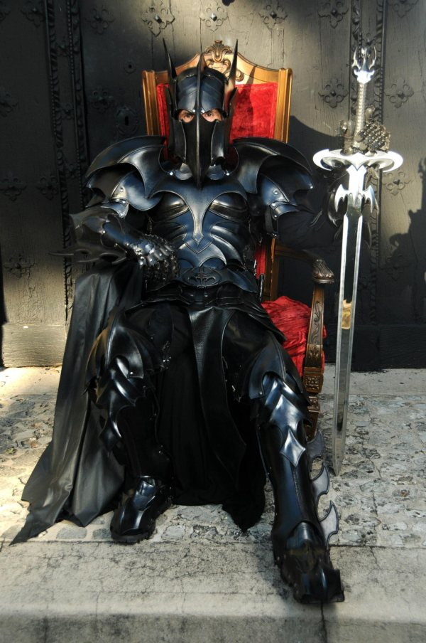 batman-armor3.jpg (109 KB)
