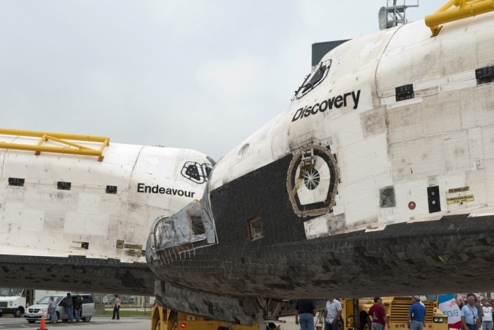 2489 2d0b 960 700x468 Endeavour and Discovery Technology NASA