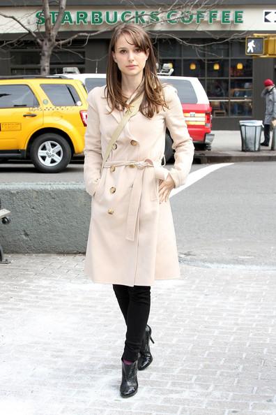 001_Natalie_Portman_Natalie_Portman_Spotted_Valentine_zH9Q_e8h1c8l.jpg