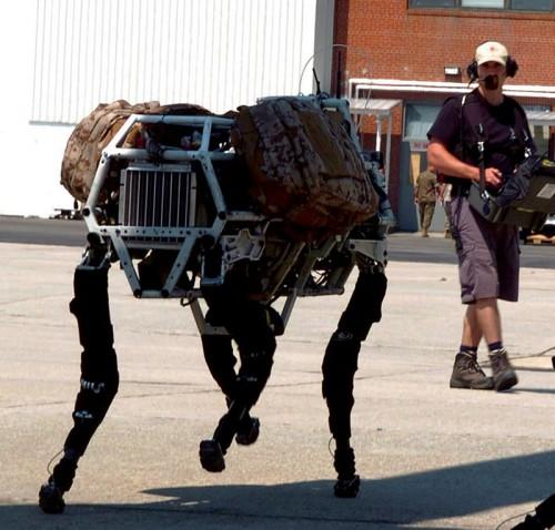 LAND_Robot_BigDog_and_Controller_lg.jpg (141 KB)