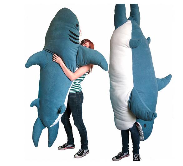 shark-pillow-2.jpg (238 KB)