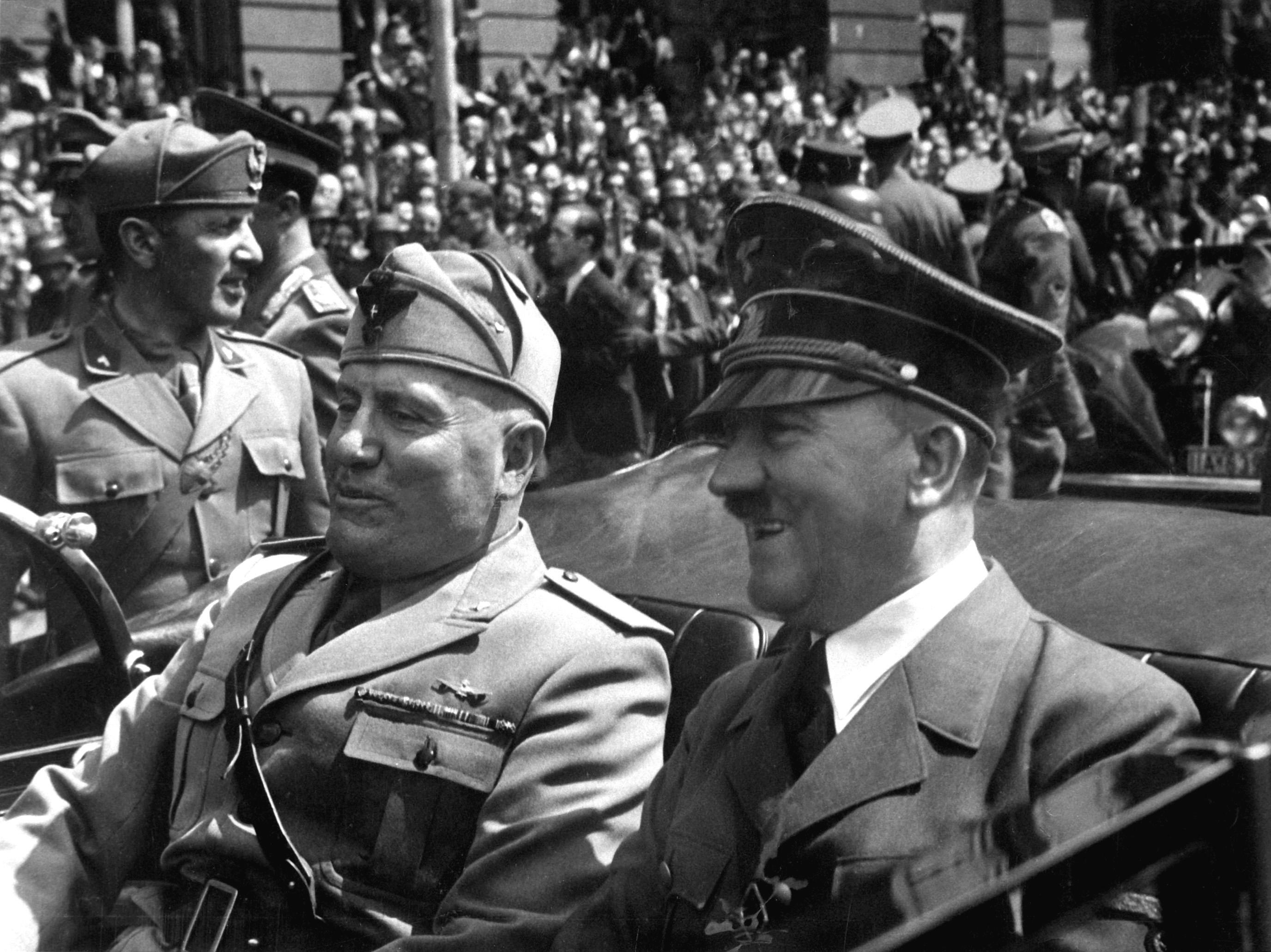 Hitler_and_Mussolini_June_1940.jpg (982 KB)