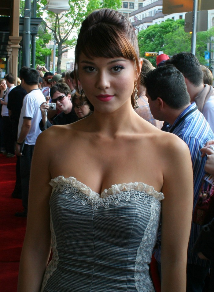 8EA9V 700x953 mary winstead on the red carpet vertical wallpaper Sexy Mary Elizabeth Winstead