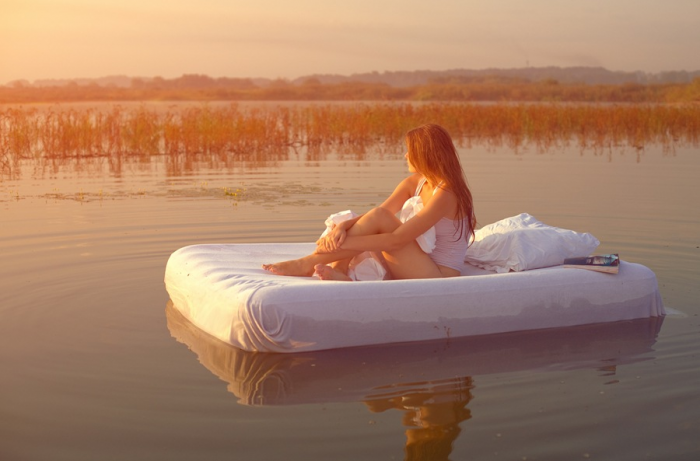 bb 700x461 Floating bed Sexy
