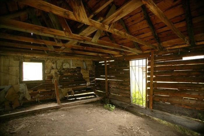 interior-of-abandoned-building.jpg (154 KB)