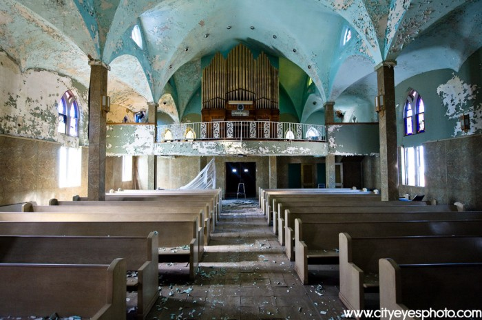 YJmKR 700x465 Abandoned Church  Wallpaper architecture