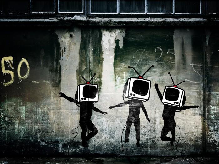 banksy banksy 2887927 1920 1440 700x525 Dancing TV People banksy Art