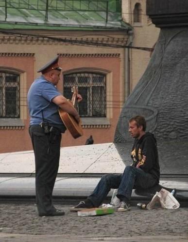 2064 387x500 Russian Cop wtf