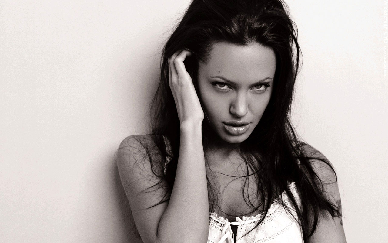 widescreengirls-angelinajolie-008.jpg