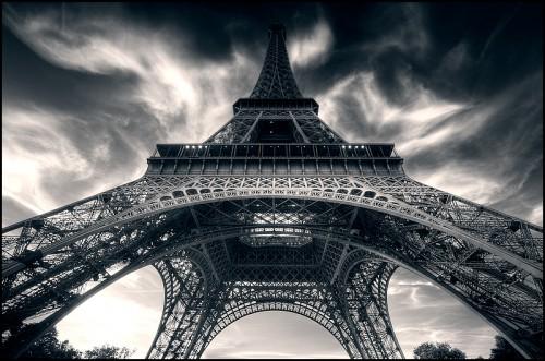 Tour Eiffel haut-jupe