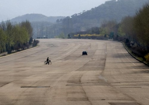 North Korean Highway.jpg (61 KB)