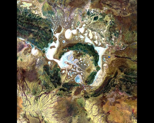 australia_shoemaker_impact_structure_called_the_teague_ring_1bil_to_600mil_ya_30km_across_ironstone_rock_season_salt_lakes_nov4_2000_aster_wall.jpg (743 KB)