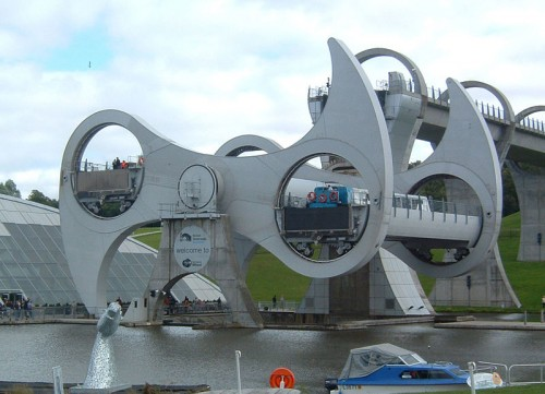 800px Falkirk half way round 500x361 Falkirk Wheel wtf Technology