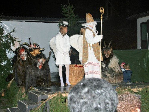 Krampus Salzburg with bishop and angel.jpg (90 KB)