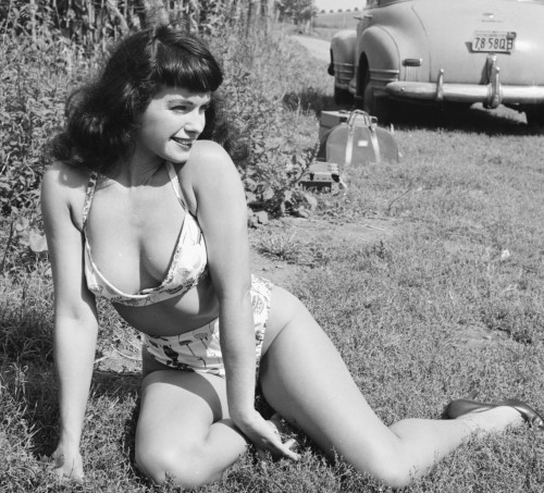 bp 500x453 R.I.P. Bettie Page