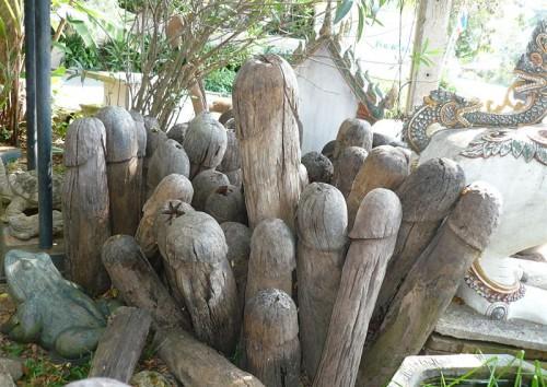 800px-Carved_wooden_lingam.jpg (136 KB)