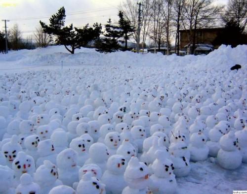 Lots of Snowmen.jpg (97 KB)