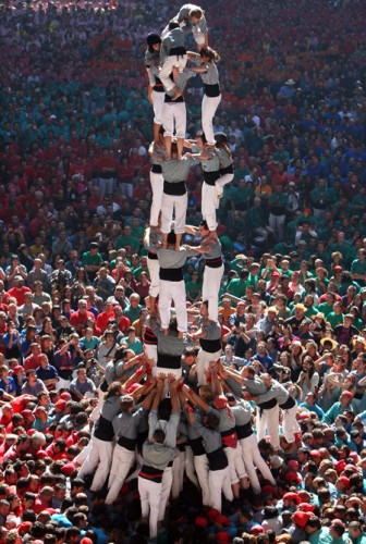 3243151 336x500 Human Towers (Castellers) wtf