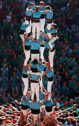 3243157 314x500 Human Towers (Castellers) wtf