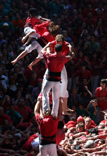 3243161 342x500 Human Towers (Castellers) wtf