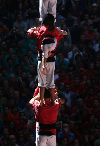 3243162 342x500 Human Towers (Castellers) wtf