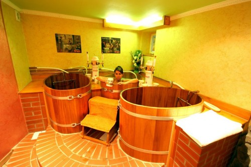 45c8b87d 5f99 11dd b47f 001a64a218ce 500x333 Czech beer spa and bath wtf Alcohol