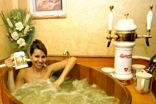 753dc3f3 5f99 11dd b47f 001a64a218ce 500x333 Czech beer spa and bath wtf Alcohol