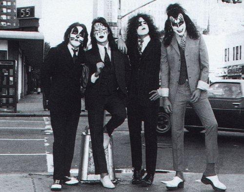 KISS KISS   Dressed to Kill (1975) Music