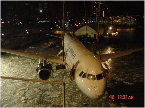 15491 500x375 US Airways flight 1549 being pulled from the Hudson wtf