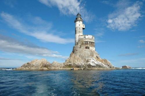russian_lighthouse1.jpg (83 KB)