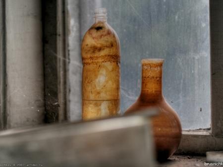 bottles.jpg (96 KB)