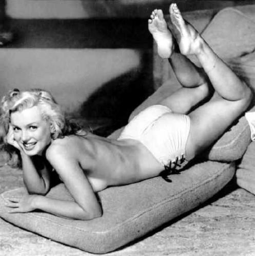 Marilyn_Monroecushion.jpg (25 KB)