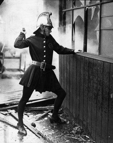 Firefighter-uniforms-1926-007.jpg (43 KB)