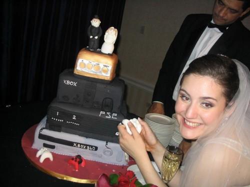 gwc 500x375 Geek Wedding Cake Gaming Food