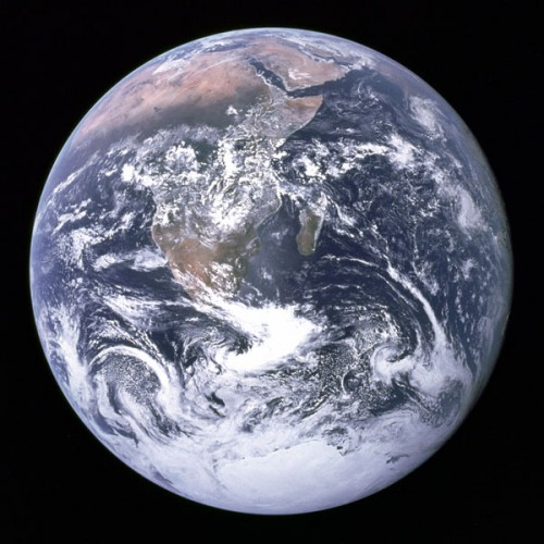 bluemarble_apollo17.jpg (87 KB)