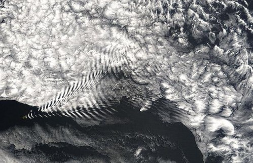 Aerial-wave-clouds_1411912i.jpg (77 KB)