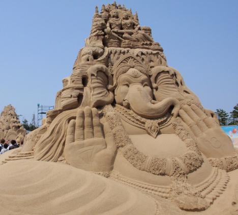 ganesh_sand_sculpture.jpg (182 KB)