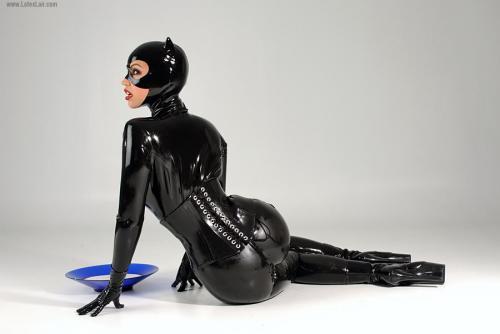 catwoman-latex-1.jpg